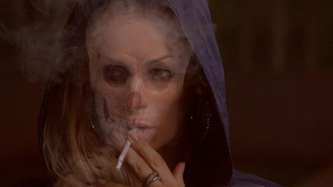 mujer tabaco fumadora