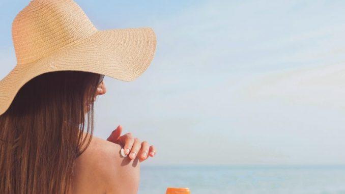 tomar sol proteccion solar playa