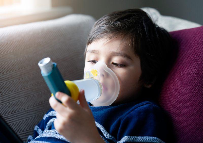 Asma-inhalador-con-camara